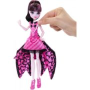 Monster High Ghoul-To-Bat Transformation Draculaura Doll 3